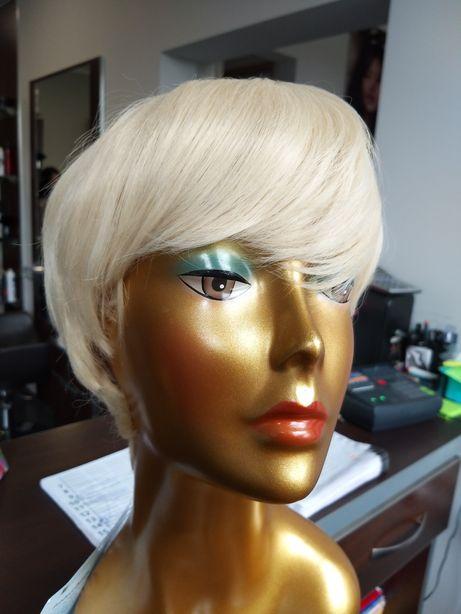 Peruka sztuczne blond krótkie bob grzywka Sensationnel 613