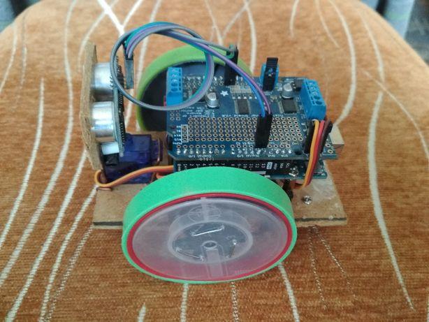 Robot Arduino Uno rev3 + Adafruit Motor Shield v2.0 + inne