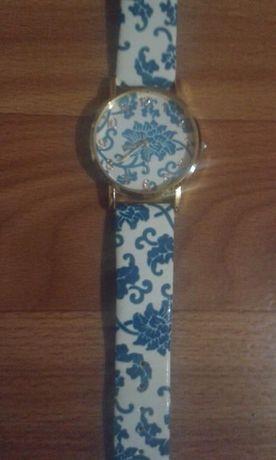 Продам женские часы Gevena