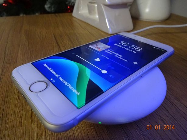 Iphone 8 stan bardzo dobry plus sluchawki oraz ldowarka indukcyjna