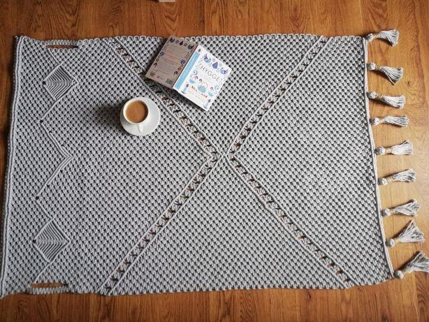 Sprzedam dywan wykonany metodą makramy