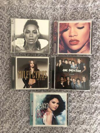 Płyty CD - Gomez, Cyrus, Rihanna, Gaga, Beyonce
