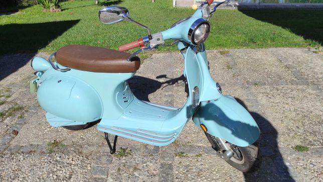 Scooter elétrica tipo Vespa Clássica