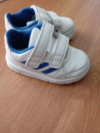 Adidasy dla dziecka w bardzo dobrym stanie.