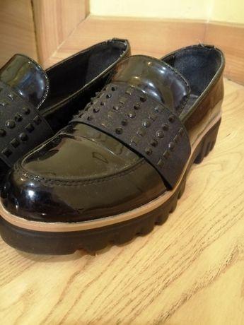Buty w rozmiarze 37