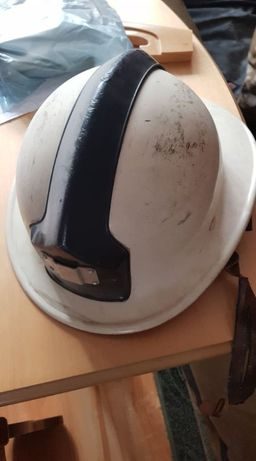 Stary hełm kask strażacki - zabytek PRL