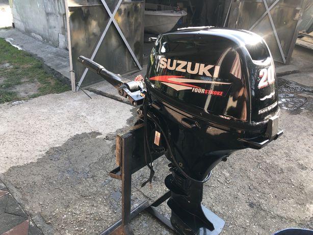 Продам лодочный мотор сузуки 20 2014 г с электростартером