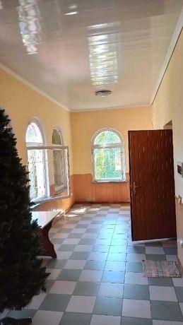 -квартира - будинок, приватний сектор, з власним гаражем