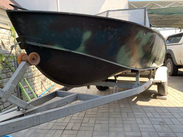 Лодка Прогресс с мотором и лафетом