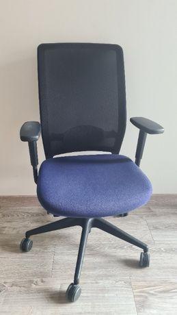 Ergonomiczny, niebieski fotel biurowy Profim Veris Net 101SFL