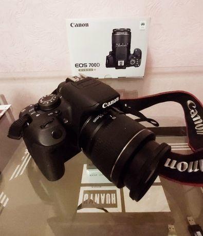 Фотоапарат Canon D700