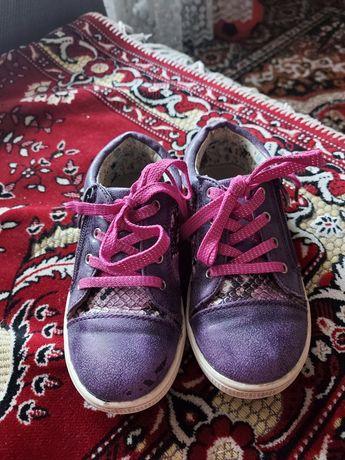 Продам кроссовки туфли для девочки размер 29