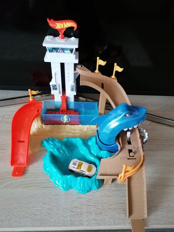 Hot Wheels полювання на акулу
