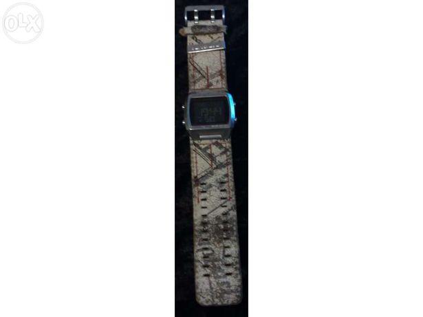 Relógio rip curl branco em caixa e manual + 2 relogios