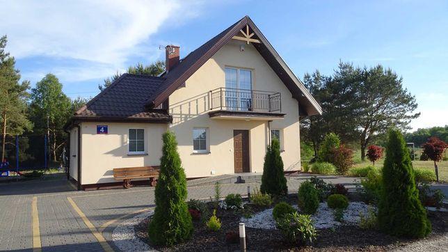 Dom murowany z klimatyzacją do wynajęcia w lesie nad jeziorem w Wólce