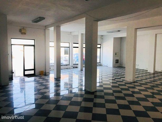 Espaço comercial de R/C com 150 m2, localizado na EN36 em...