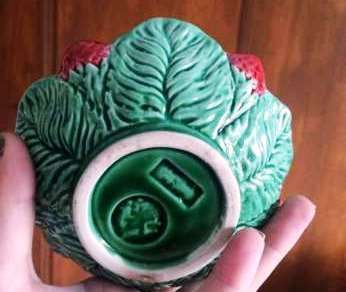 Taça e pires de porcelana Bordalo Pinheiro