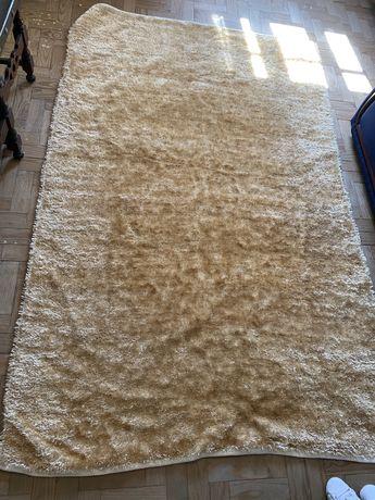 Carpete Dourada moderna
