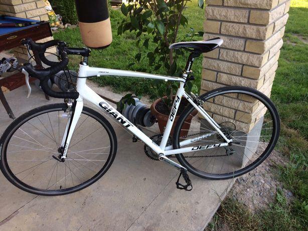 Шосейний велосипед GIANT DEFY