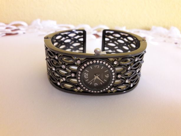 Zegarek Avon Niobe czarny, sztywna bransoleta
