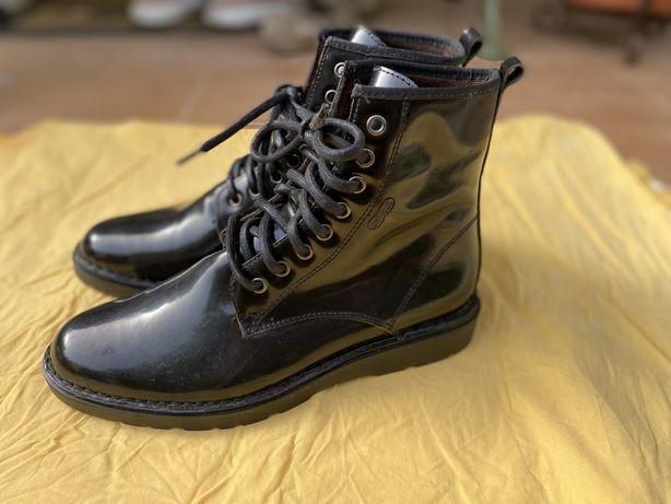 Botas pretas em verniz - On Foot #39