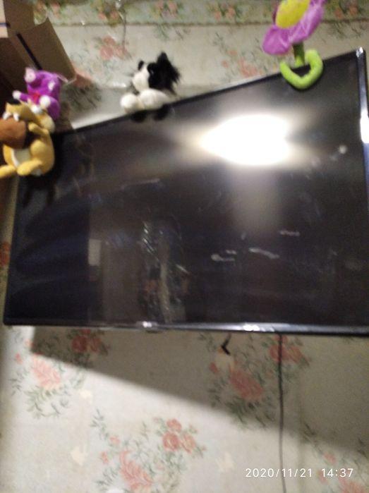 ТелевизорLG, ребенок разбил экран, телевизору1год, есть коробка , доку Днепр - изображение 1