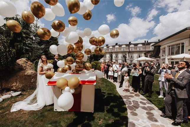 Pudło z balonami na wesele / balonowy prezent