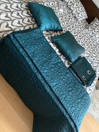 Conjunto colcha almofadas e cortinados