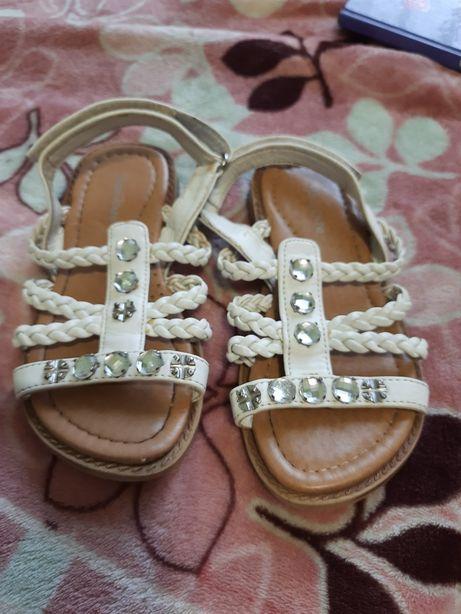 Босоножки для девочки белые сандали