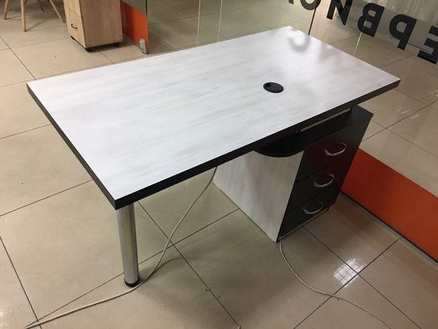 Стол мастера маникюра. Рабочий стол