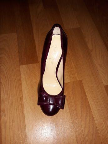 Продаю туфлі фірменні,нові