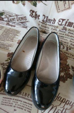 Туфли школьные на каблуке
