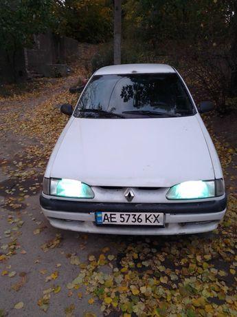 Автомобиль Рено 19