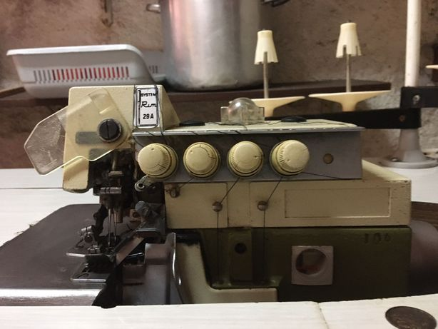 Máquina Industrial de Cose e Corte