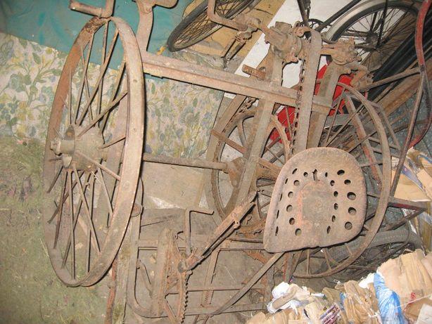 Stara zabytkowa maszyna rolnicza Krupp powojenna
