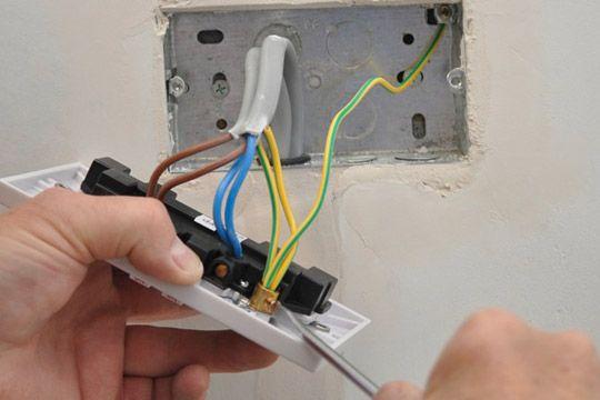 Поремонтую стару, чи проведу нову електропроводку з мережею 220 В.