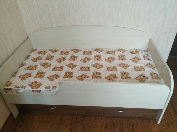 Продам кровать с матрасом размер 70*140