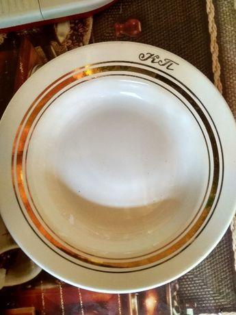 Позолочені тарілки