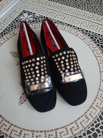 Нові замшеві туфлі на плоскому ходу