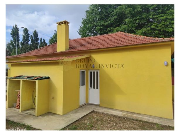 Vende-se moradia geminada T2 em Pedroso, junto à A1- Carv...