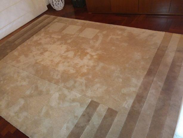 Carpete de sala Bege