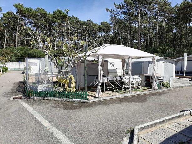 Caravana com avançado e casa de banho