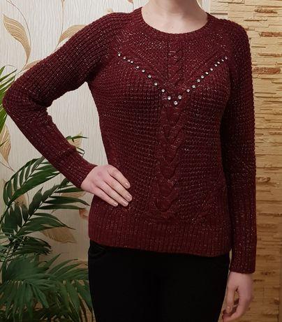 Стильный свитер бордового цвета