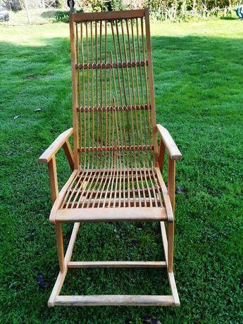 Fotel bujany z drewna