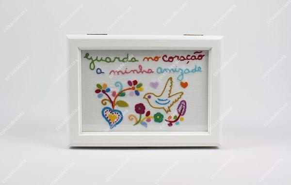 Caixa de chá bordado Lenço dos Namorados feito à mão