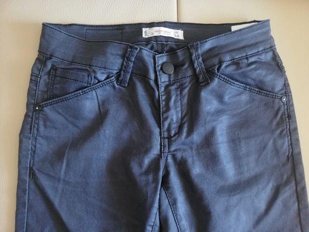 Czarne błyszczące spodnie 34