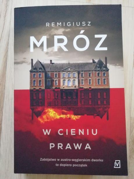 W cieniu prawa - Remigiusz Mróz (nowe wydanie - 2020)