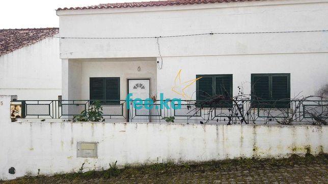 Moradia geminada à venda na travessa da Corredora, 5