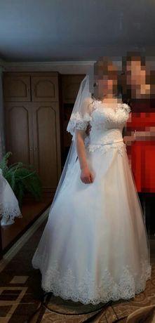 Весільна сукня..
