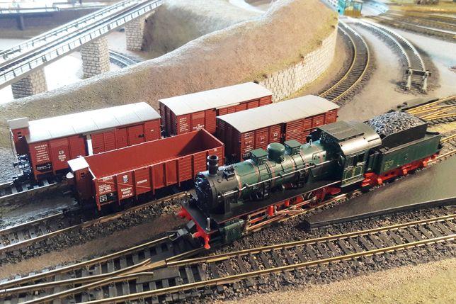 Паровоз Fleischmann G8.1 с вагонами для железной дороги PIKO H0